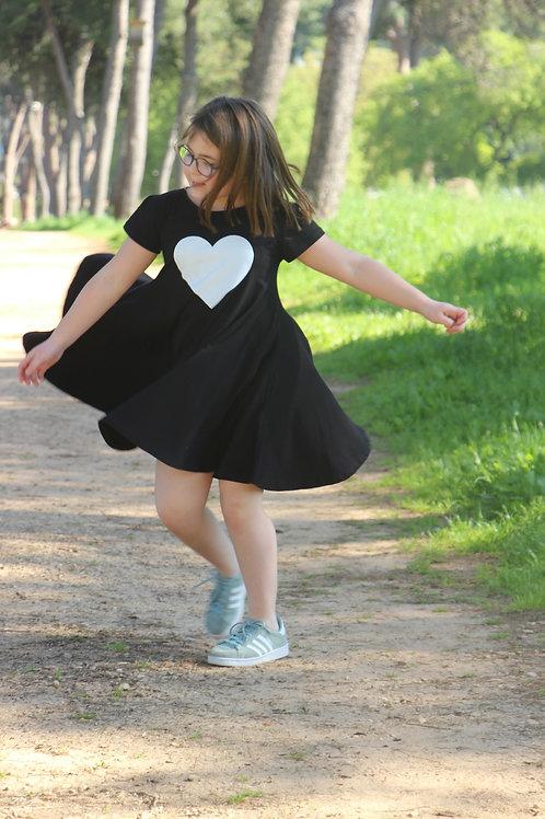 שמלה מסתובבת שחורה עם לב