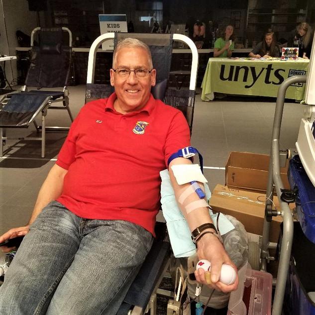 Bob Pecoraro donating blood to UNYTS
