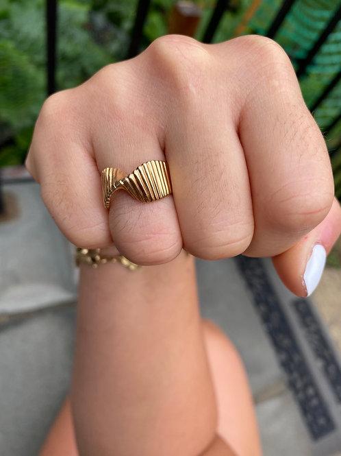 Twist 14k gold ring