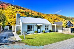 Heritage cottage & autumn colours