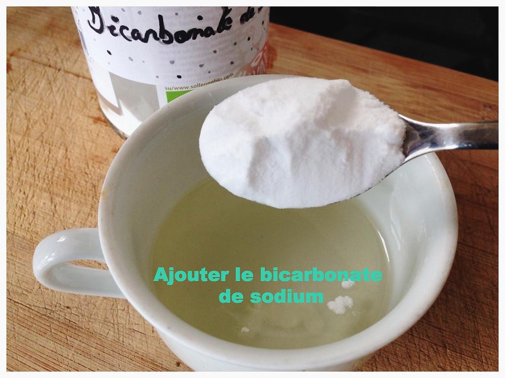 Ajouter le bicarbonate de sodium