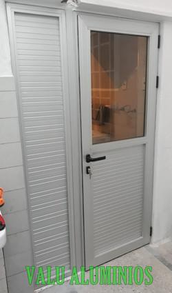 Puerta mitad ciega con fijo lateral