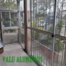 Cerramiento en vidrio y aluminio