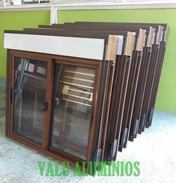Abertura con cortina de aluminio