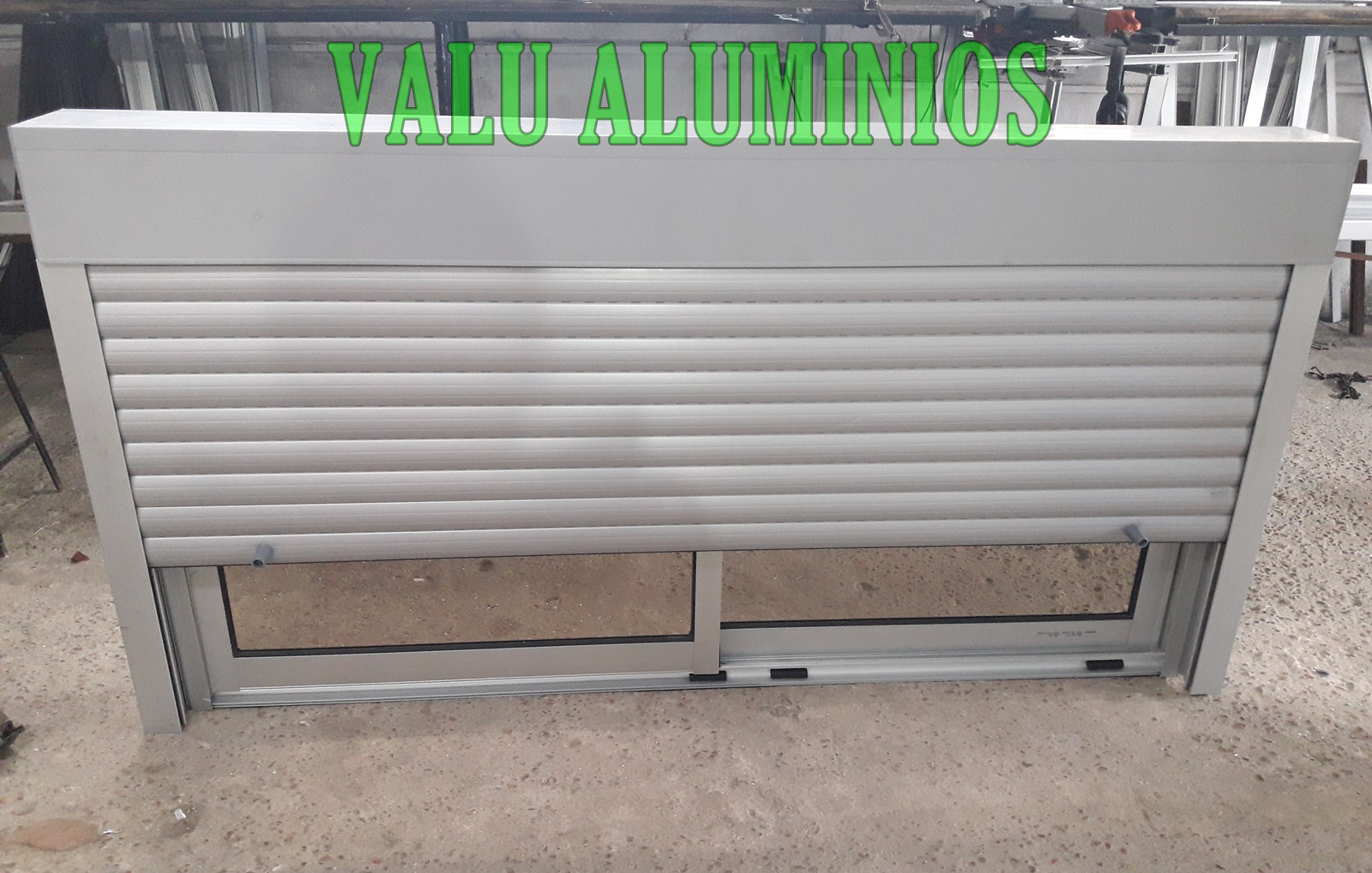 Cortina de aluminio color aluminio