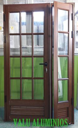 Puerta colonial con lateral batiente