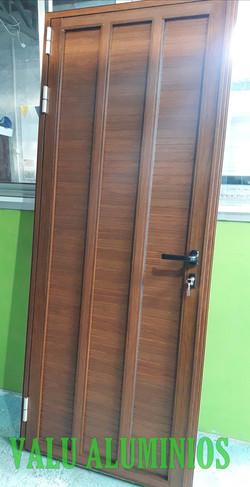 Puerta ciega con divisores vertical