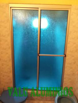 Lineal en acrilico azul claro