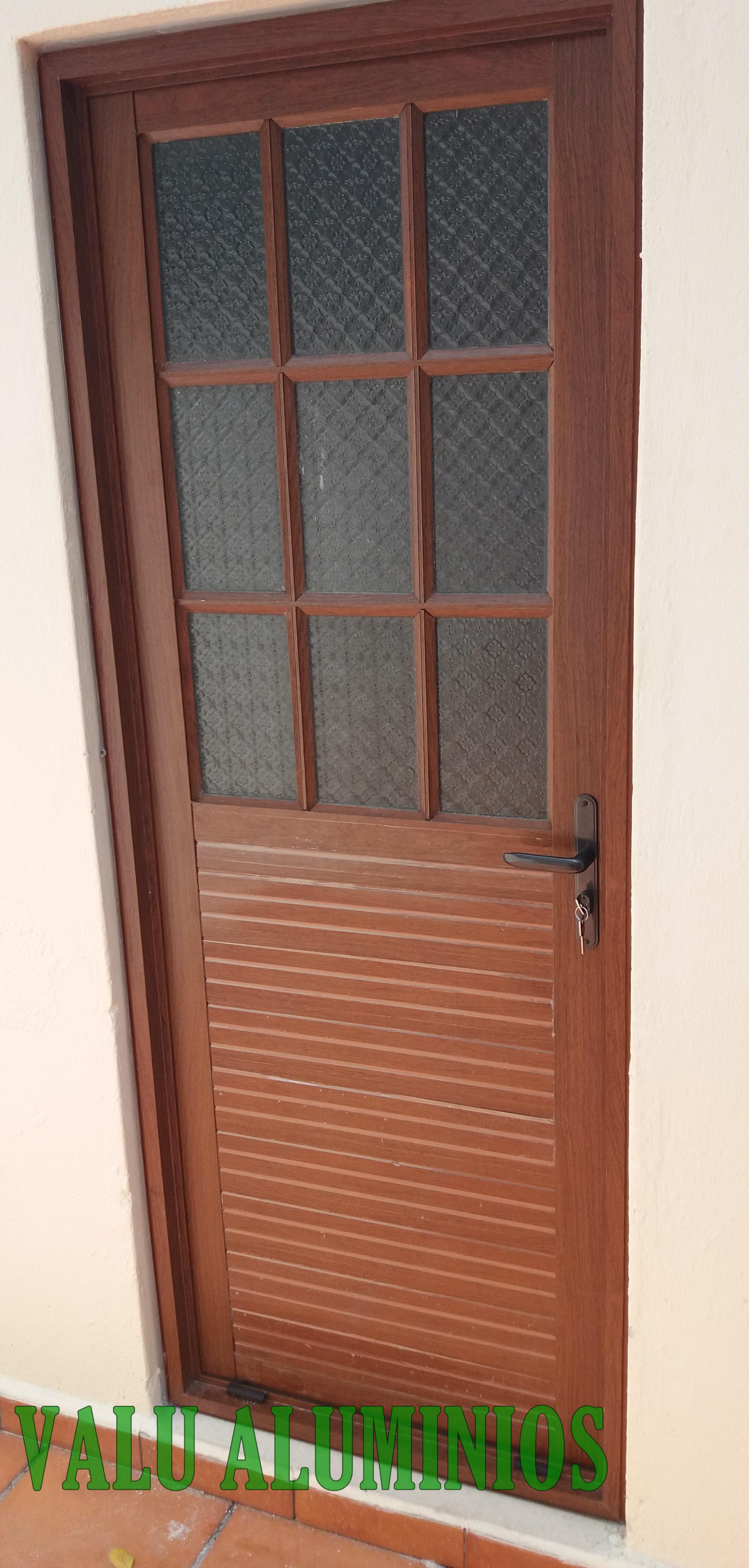 Puerta mitad estilo colonial
