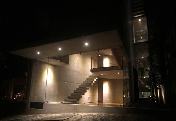 exterior-noche WEB.jpg