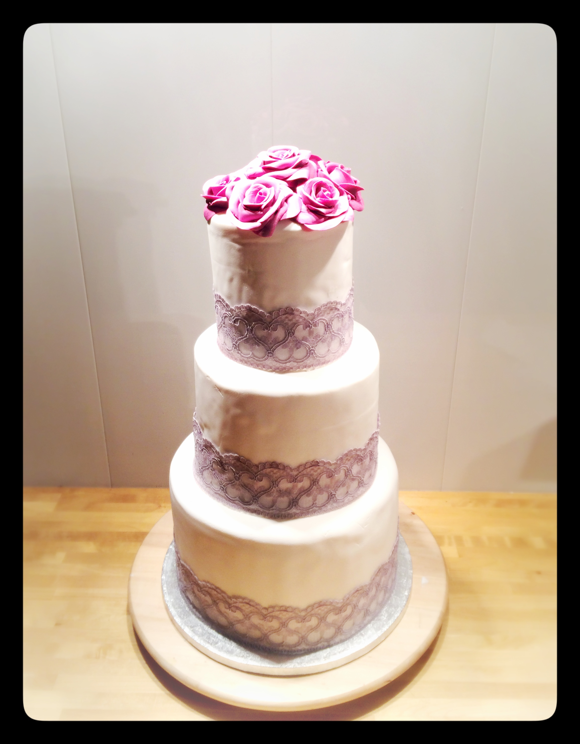 mariage de dentelle et de rose