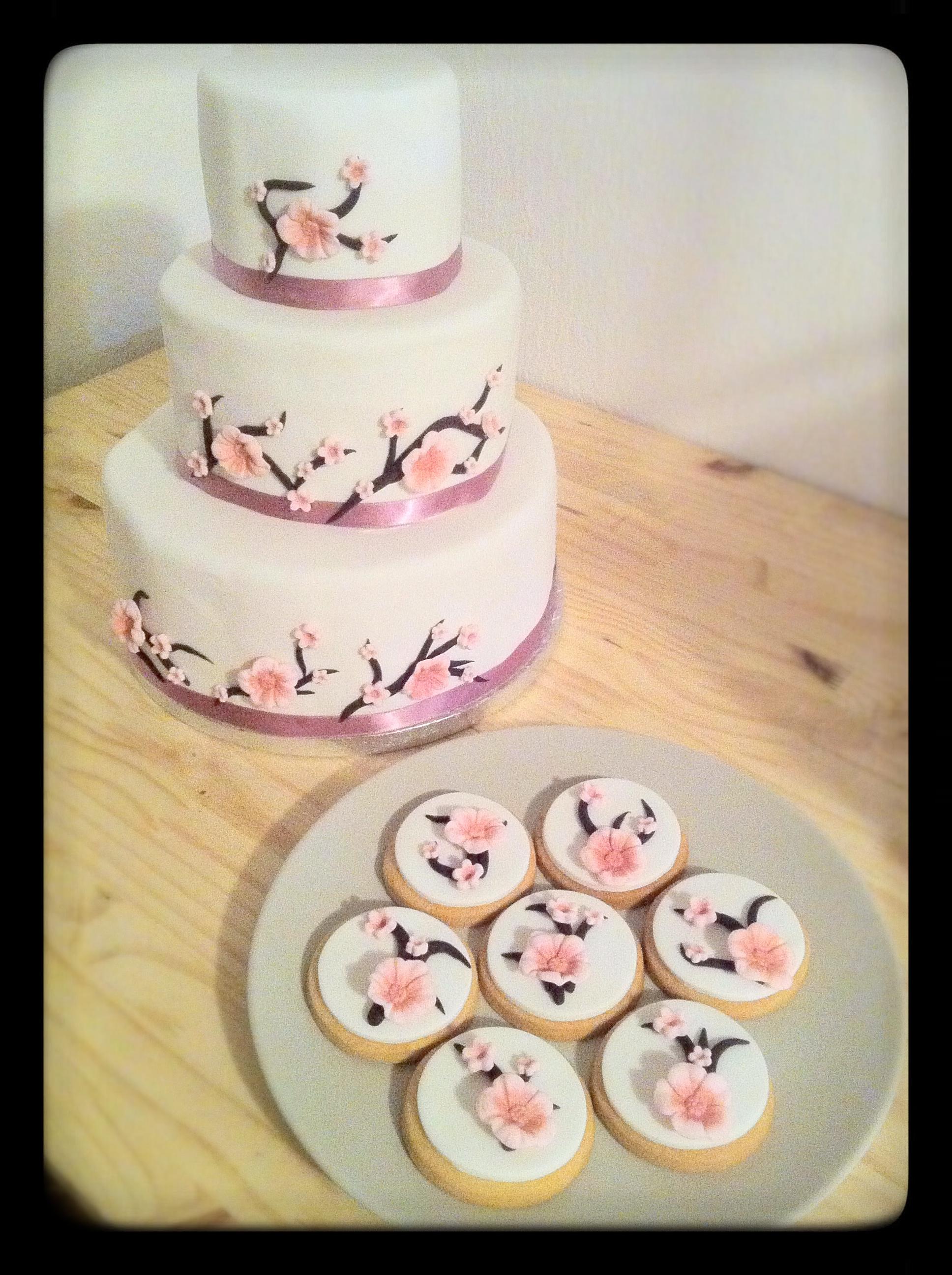 gâteau et sablé décoré assorti