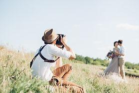 Wir stellen Ihnen einen passenden Fotografen anlässlich Ihrer Hochzeit zur Verfügung!