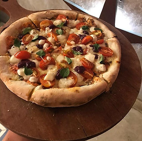 Caprese ♡ #pizzabar #orla55 #capresepizz
