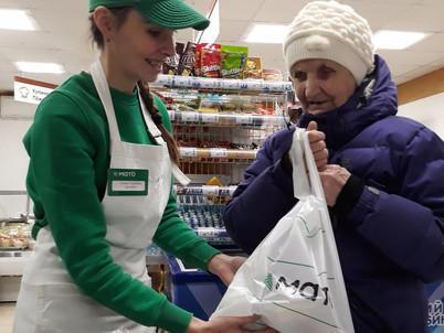 Сыктывкарский молочный завод совместно с региональной торговой сетью «МатÖ» поздравил пенсионеров с