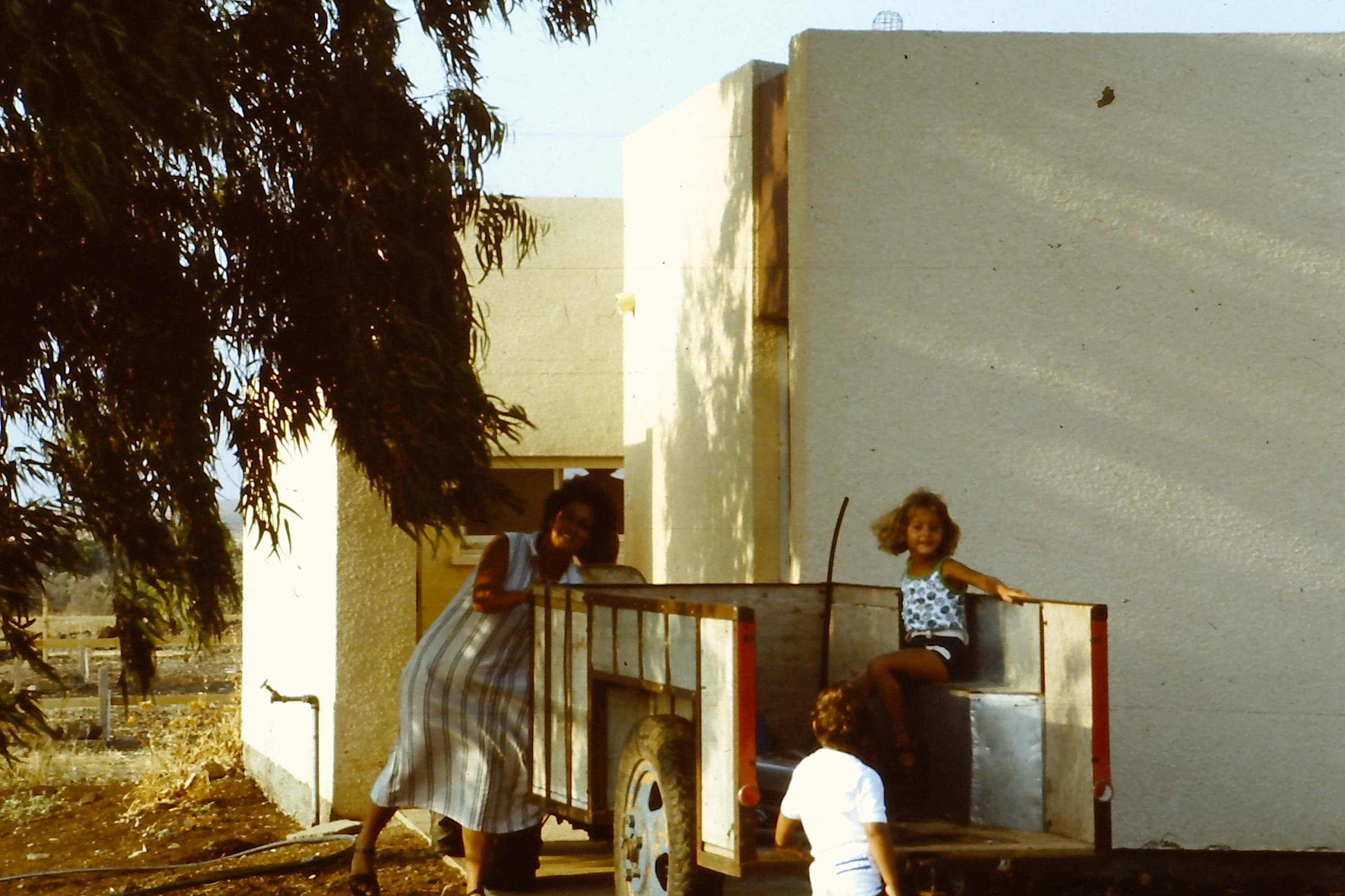 משפחת ששון עוברים דירה 1982
