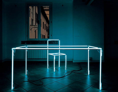 Stol s LED-podsvetkoi