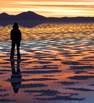 Watching_Sunset_Salar_de_Uyuni_Bolivia_L