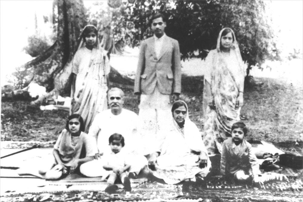 1935 - Brahma baba with loukik
