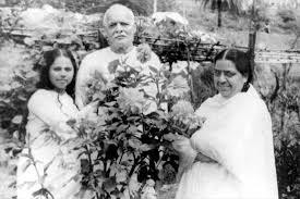 Baba Mamma in garden -Brahma Kumaris