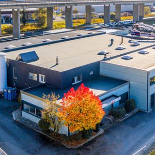 Site de Tech-Laser.  Une situation idéale, proche de la sortie d'autoroute de Villeneuve/VD.  Idéale pour servir nos clients dans toute la Suisse.