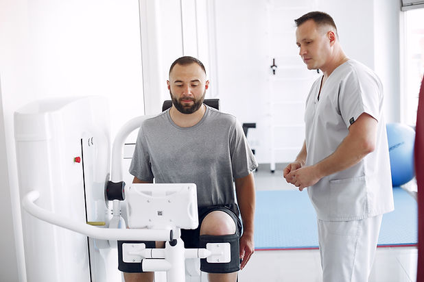 doctor-with-a-patient-in-physiotherapy-c