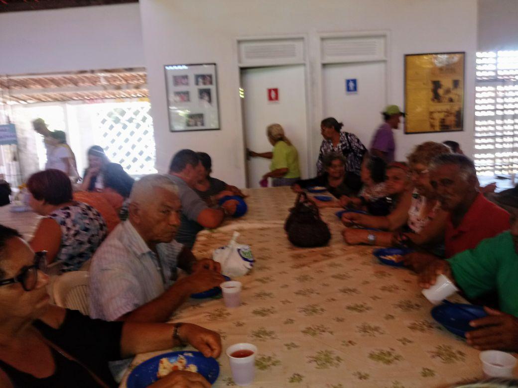 Foto12_Degustando_o_Almoço