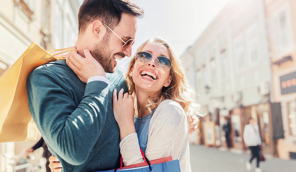 Couple-shopping-sunglasses.jpg