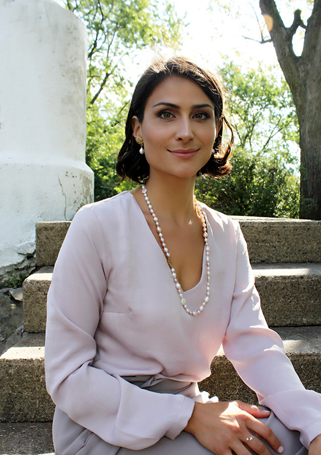Flake on Pearl earrings and pearls necklace