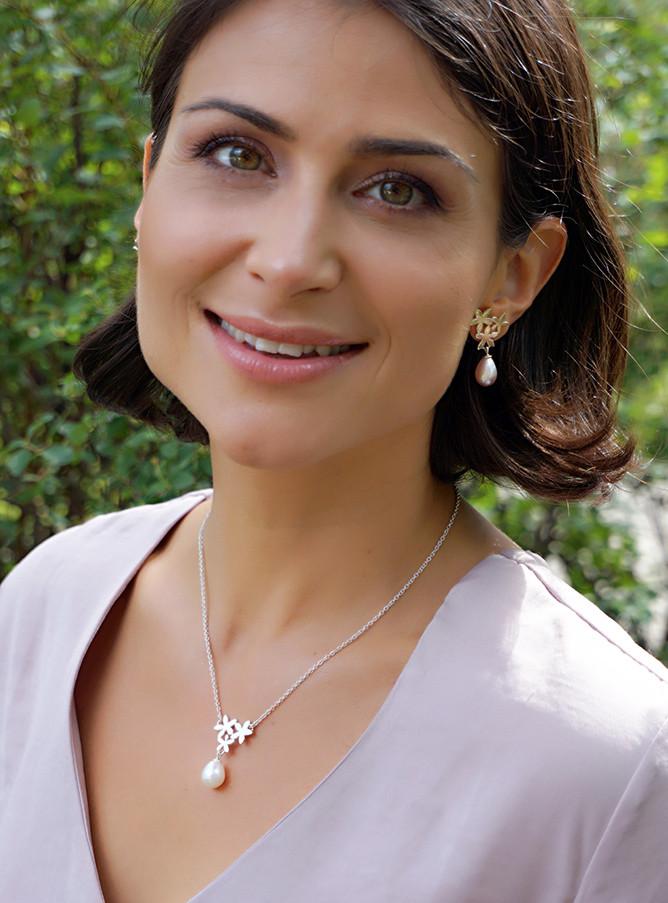 Flake on pearl earrings and pendant