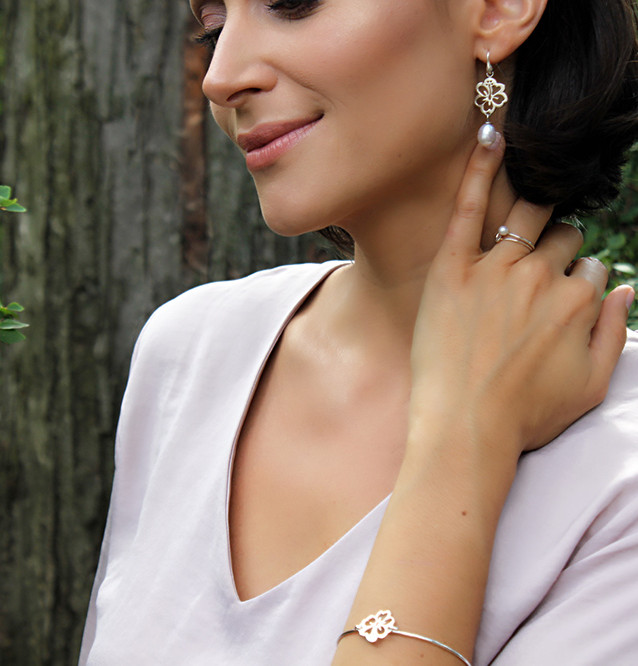 Hibiscus on pearl earrings and Hibiscus bangle