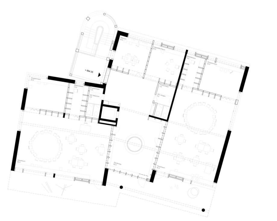 Im Obergeschoss führt der gestaffelte Raum den Blick durch das Gebäude Richtung Landschaft.