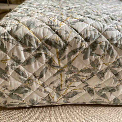 Semi fitted Bed Throw