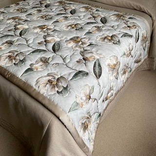 Full Outline Quilted Bed End Runner