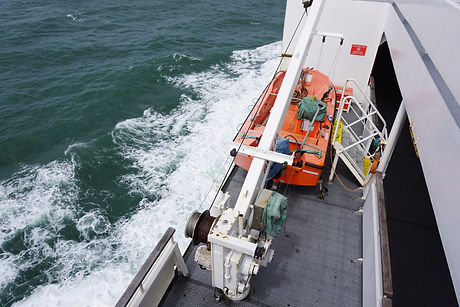 lifeboat-911009_1920.jpg