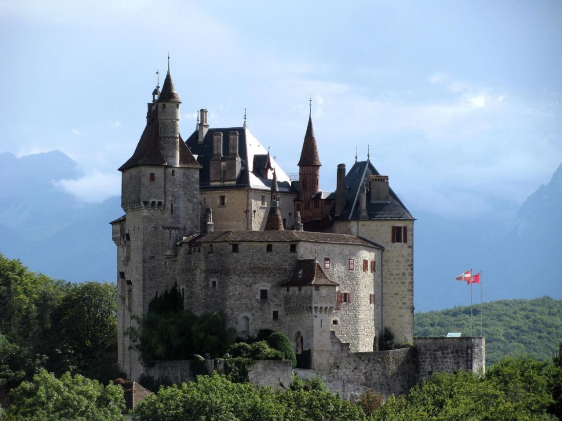 Chateau Menthon st Bernard