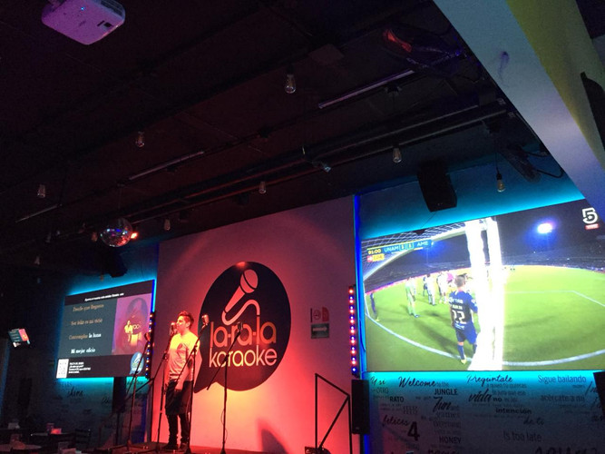 Karaoke + Futbol