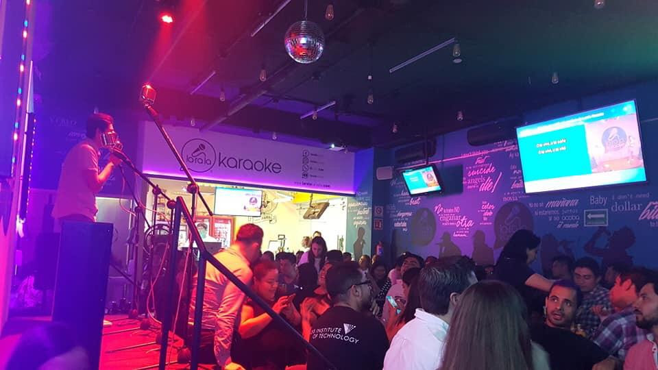 Una noche en Larala Karaoke