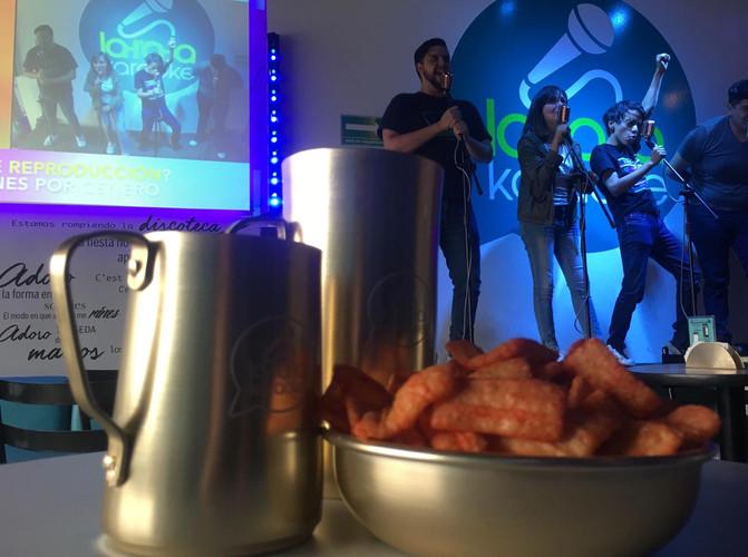 Karaoke + Bebidas + Botanas = Felicidad