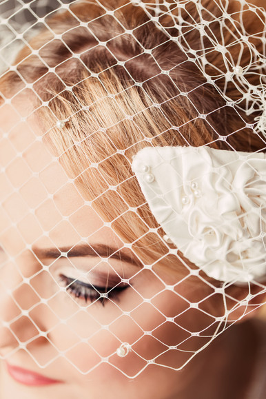 'Swan' Birdcage Veil Headpiece Detail