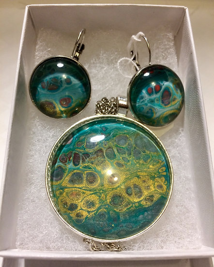 turquoise color pendant and earring set