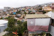 drapeau du Chili dans les rues de Valparaiso