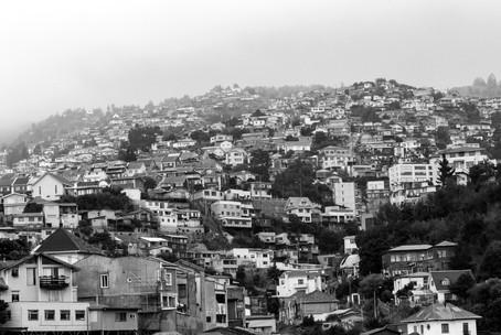 Panorama sur la ville de Valparaiso avec toutes les maisons colorées