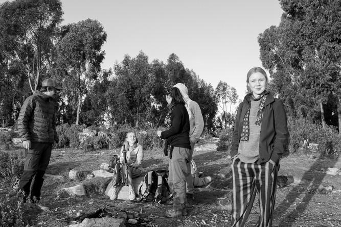 Coucher de soleil avec les amis sur le lac Titicaca en Bolivie