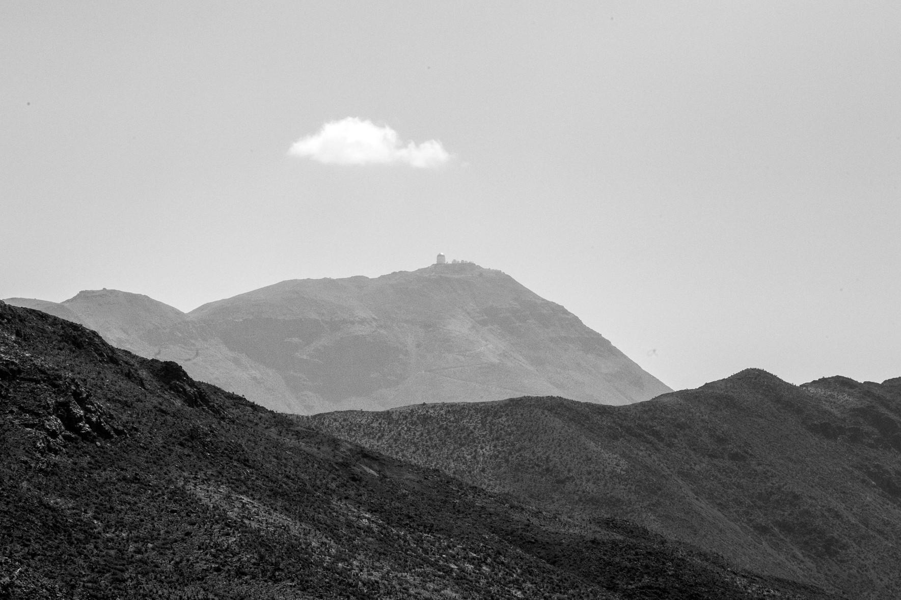 Vue sur un observatoire spatial dans la vallée de l'Elqui au Chili, haut lieu d'astronomie
