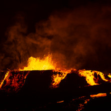 Volcan Geldingadalur en éruption