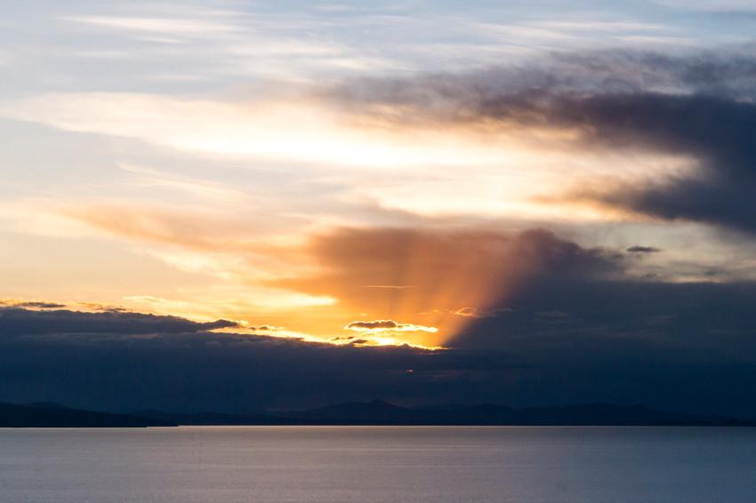 Coucher de soleil sur le lac Titicaca depuis le mirador de Copacabana en Bolivie