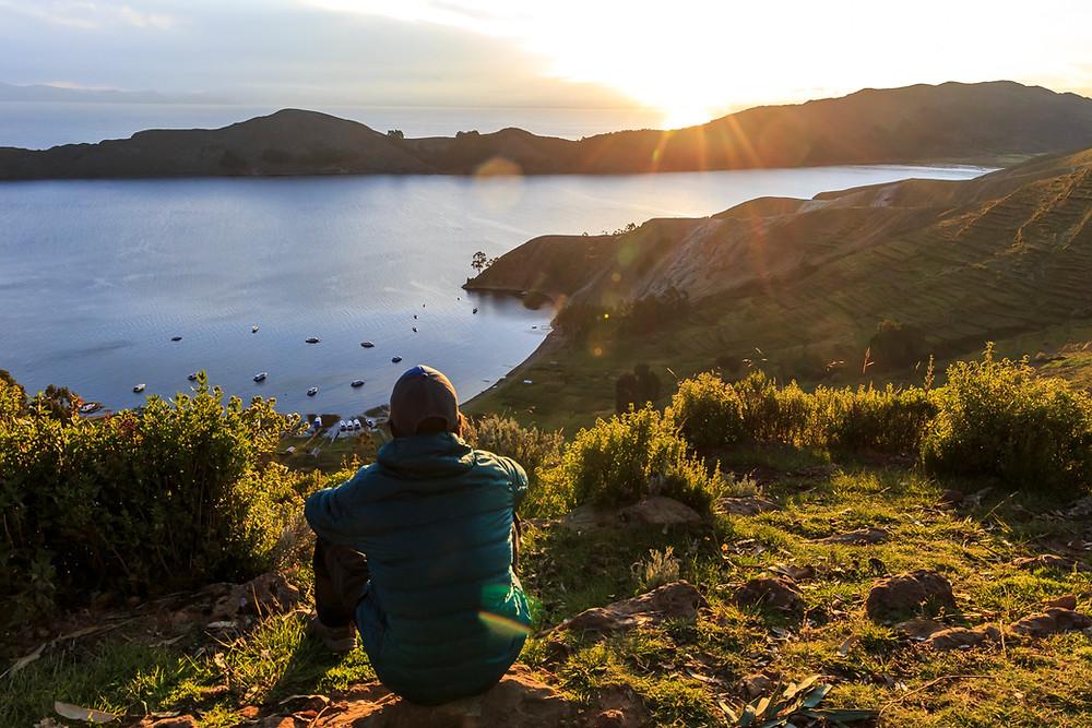 Coucher de soleil depuis le sommet de l'Isla del Sol sur le lac Titicaca