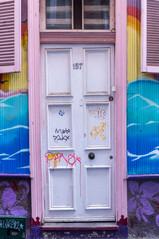 Jolie porte dans les rues de Valparaiso au Chili