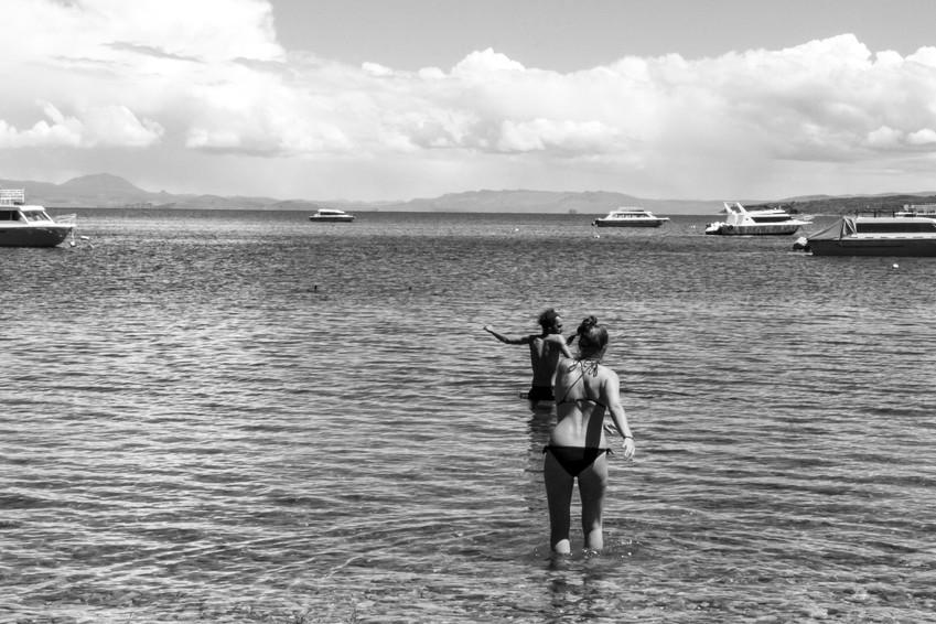 Se baigner dans le lac Titicaca quand l'eau est froide